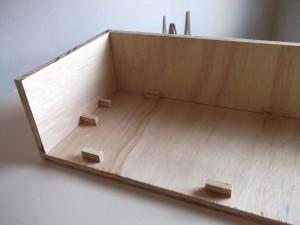 Imagem demostrando a montagem das paredes da caixa acústica
