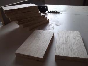Madeiras caixa acústica cortadas e empilhadas