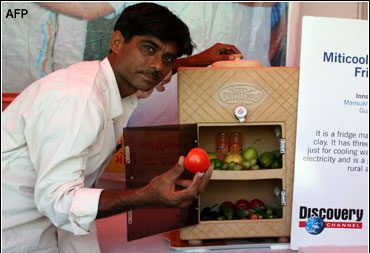 indiano mostras geladeira de barro